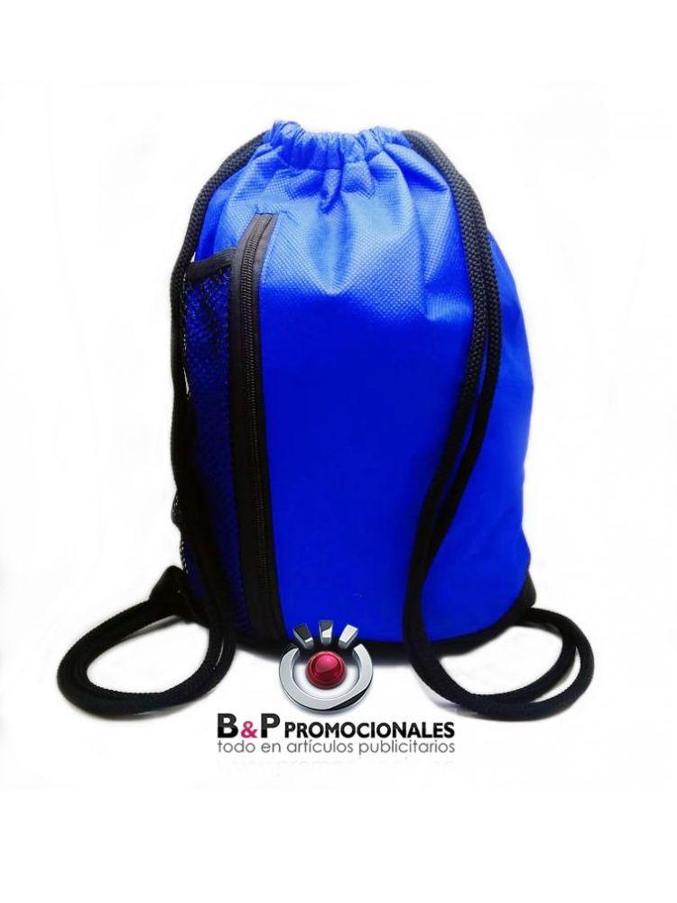 Bolso tipo mochila en tela cambrela con malla